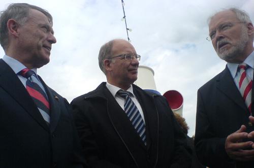 Von links: Bundespräsident Horst Köhler, Rostocks Oberbürgermeister Roland Methling und Ministerpräsident Harald Ringstorff in Warnemünde
