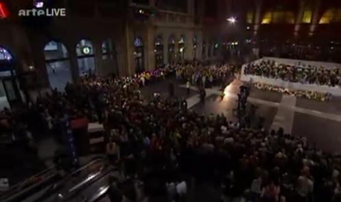 Opernszene aus dem Hauptbahnhof von Zürich, live auf Arte, TV-Screenshot