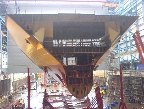 Schiffssegement in der Werfthalle Warnemünde