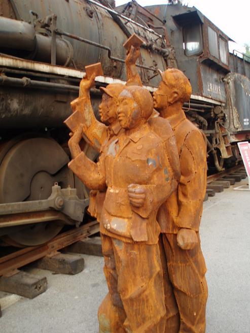 Skulptur: Rostige Gestalten