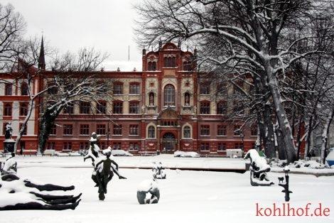 winter10_uniplatz