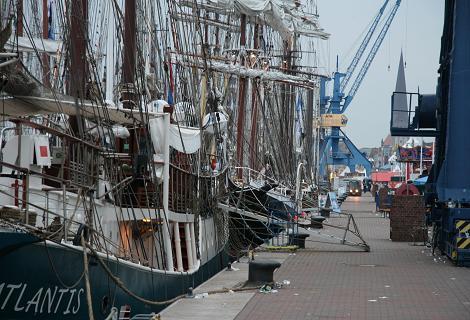 Mastenmeer im Rostocker Stadthafen