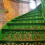 Grüne Metall-Stufen