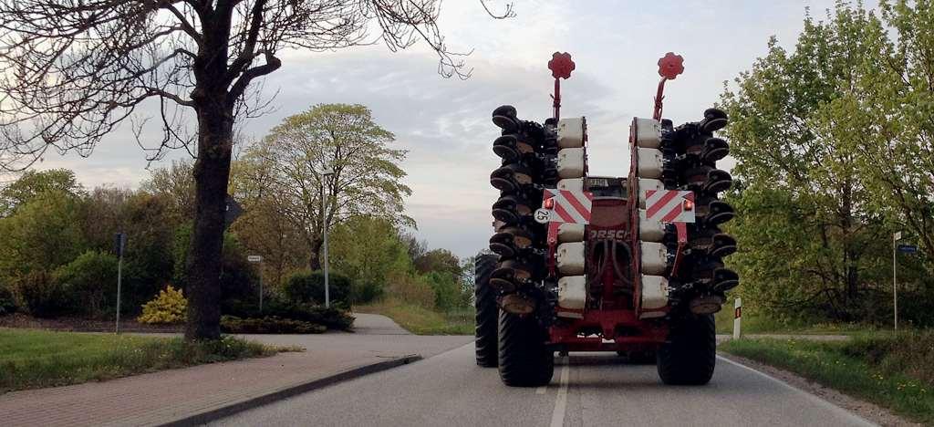 Traktor mit extra Reifen.