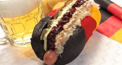 Da ist das Ding. Deutschland-Hotdog.