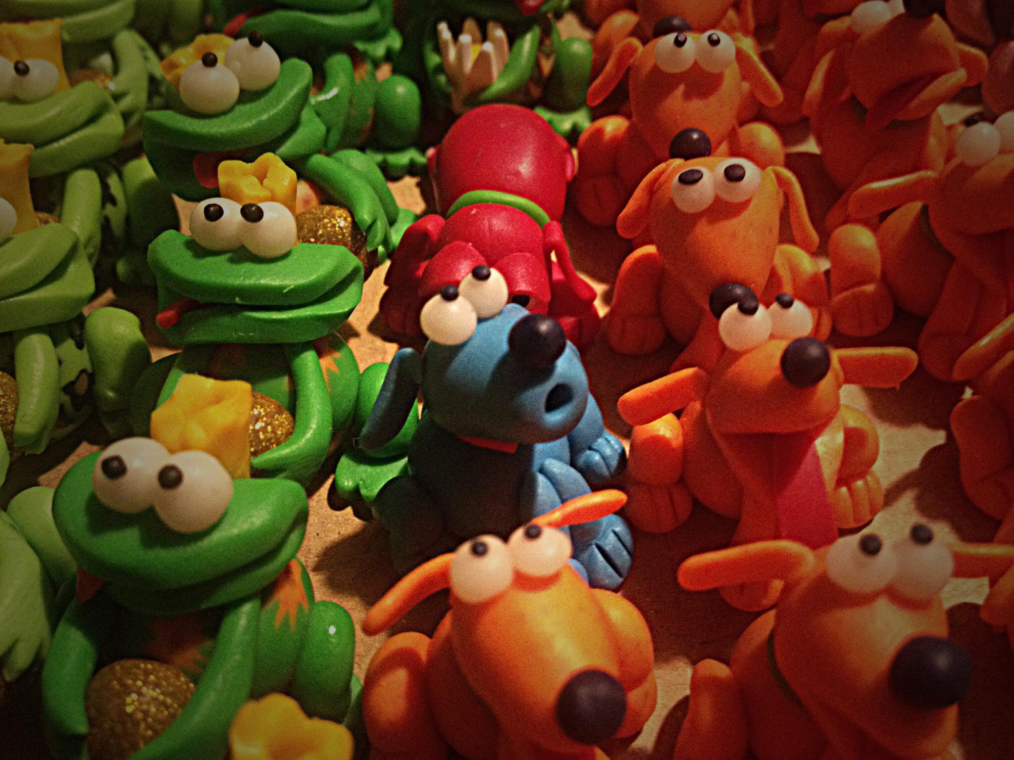 Swiggie-Tierchen eng beieinander in mehreren Farben