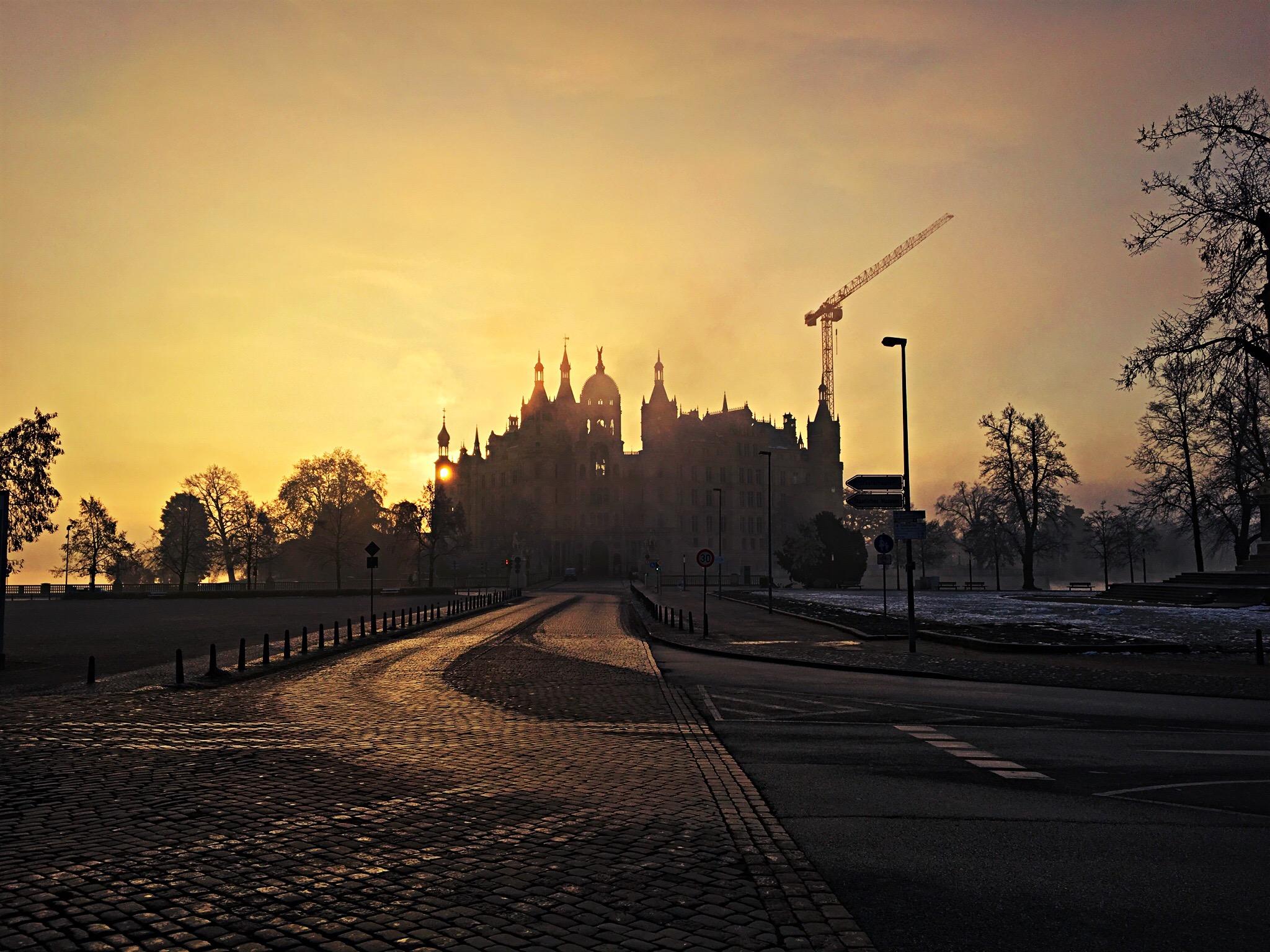 Schweriner Schloss Winter Gegenlicht