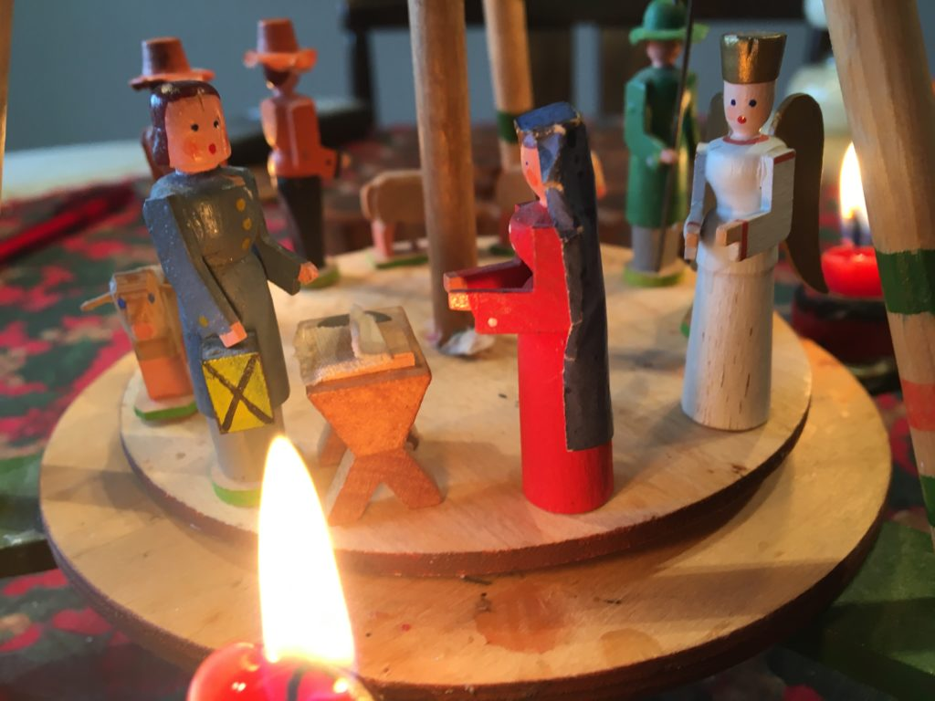 Figuren auf einer Weihnachtspyramide